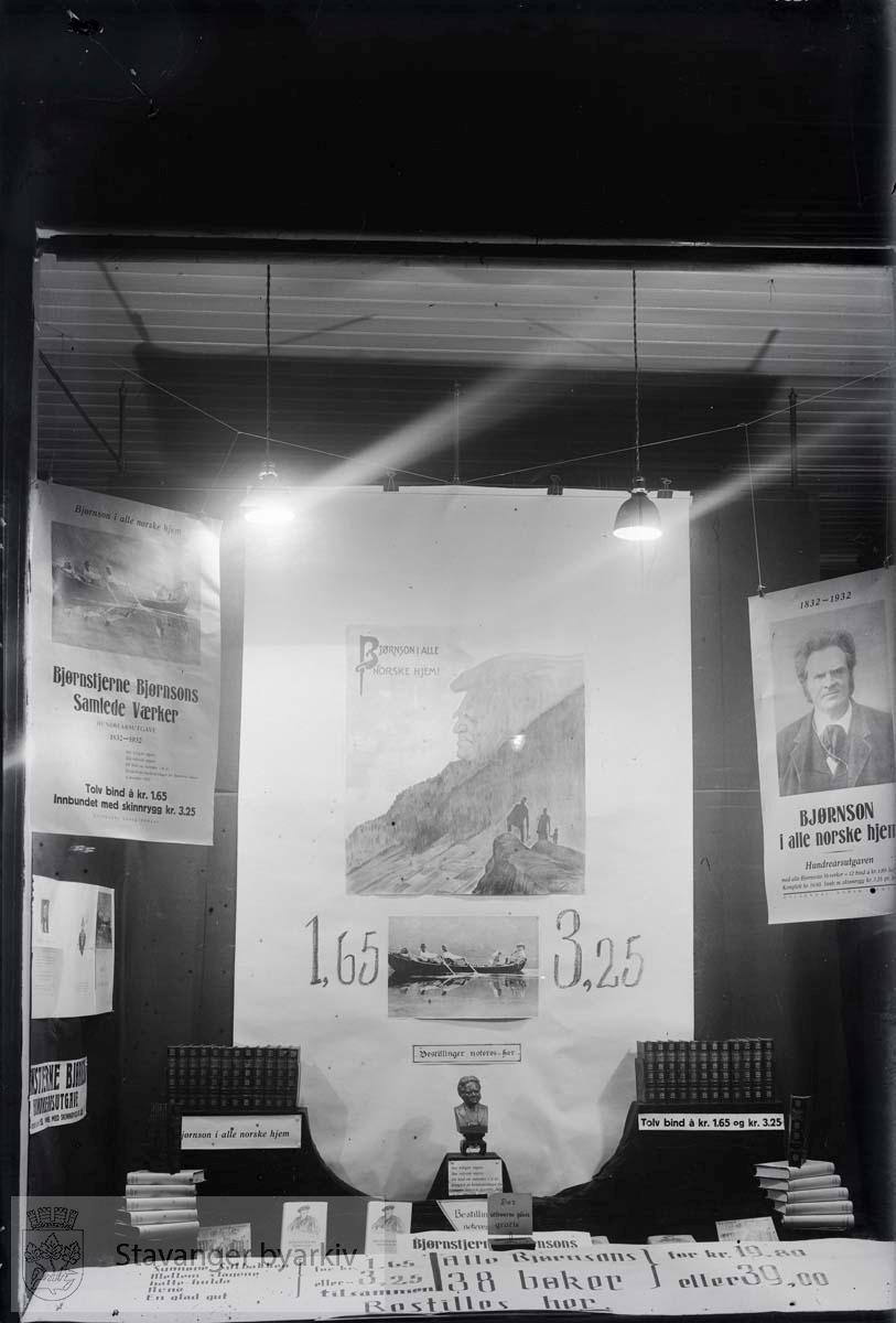 Jubileumsutstilling for Bjørnstjerne Bjørnson og hans samlede verker. .Motivene i Opsangers glassnegativer ble brukt som postkort. ..Glassnegativ fra Bokhandler K. Opsanger.