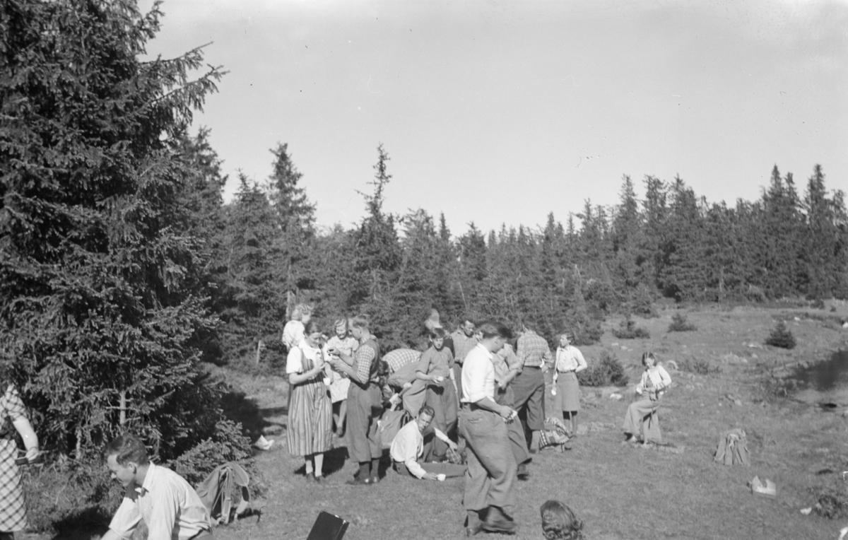 Austre Gausdal Ungdomslag på tur ved Neversjøen