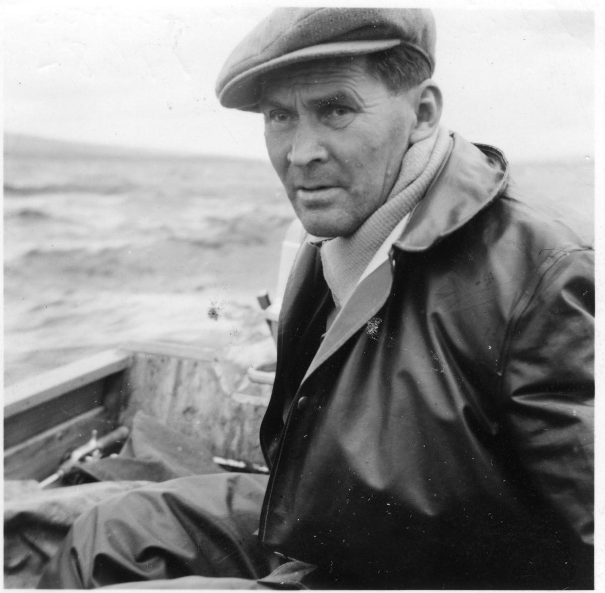 Portrett av mann i båt