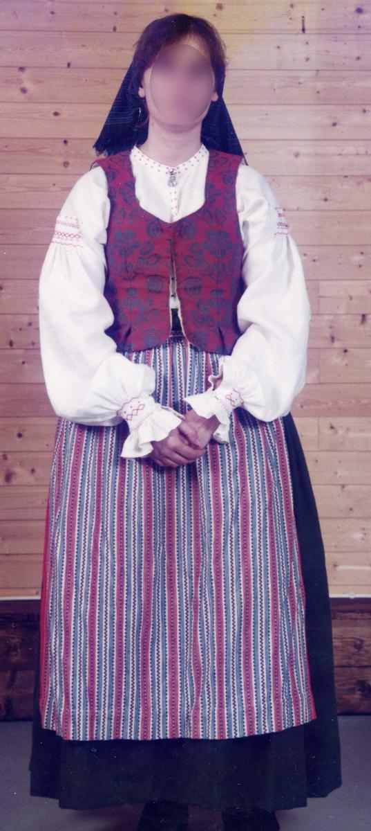 Folkdräkt från Veinge i Halland