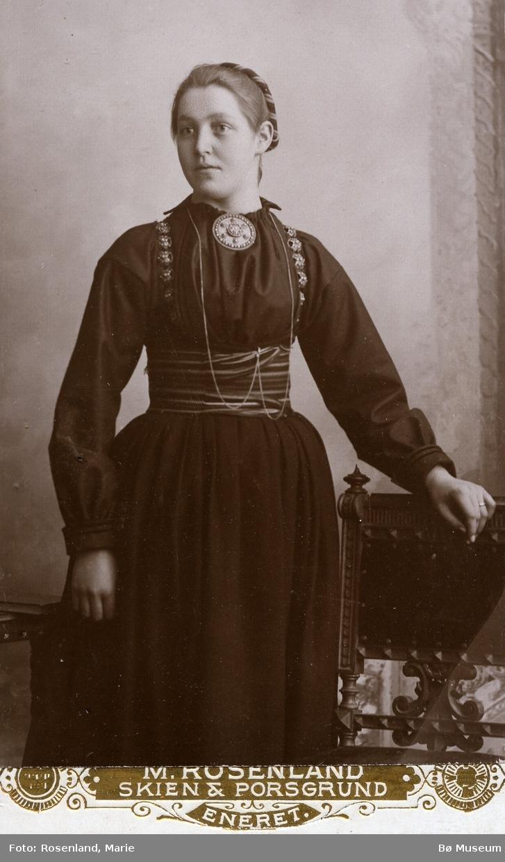 Portrett av Bergit Grivi, født Eika