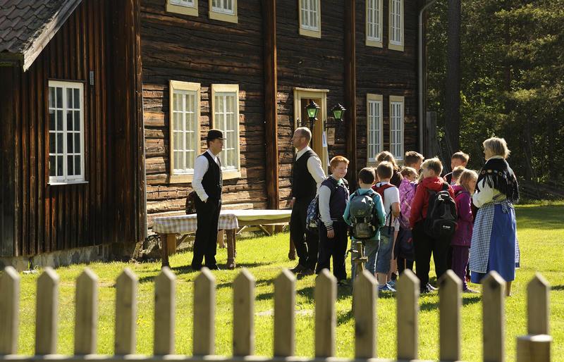 Skoledagen, Odalstunet (Foto/Photo)