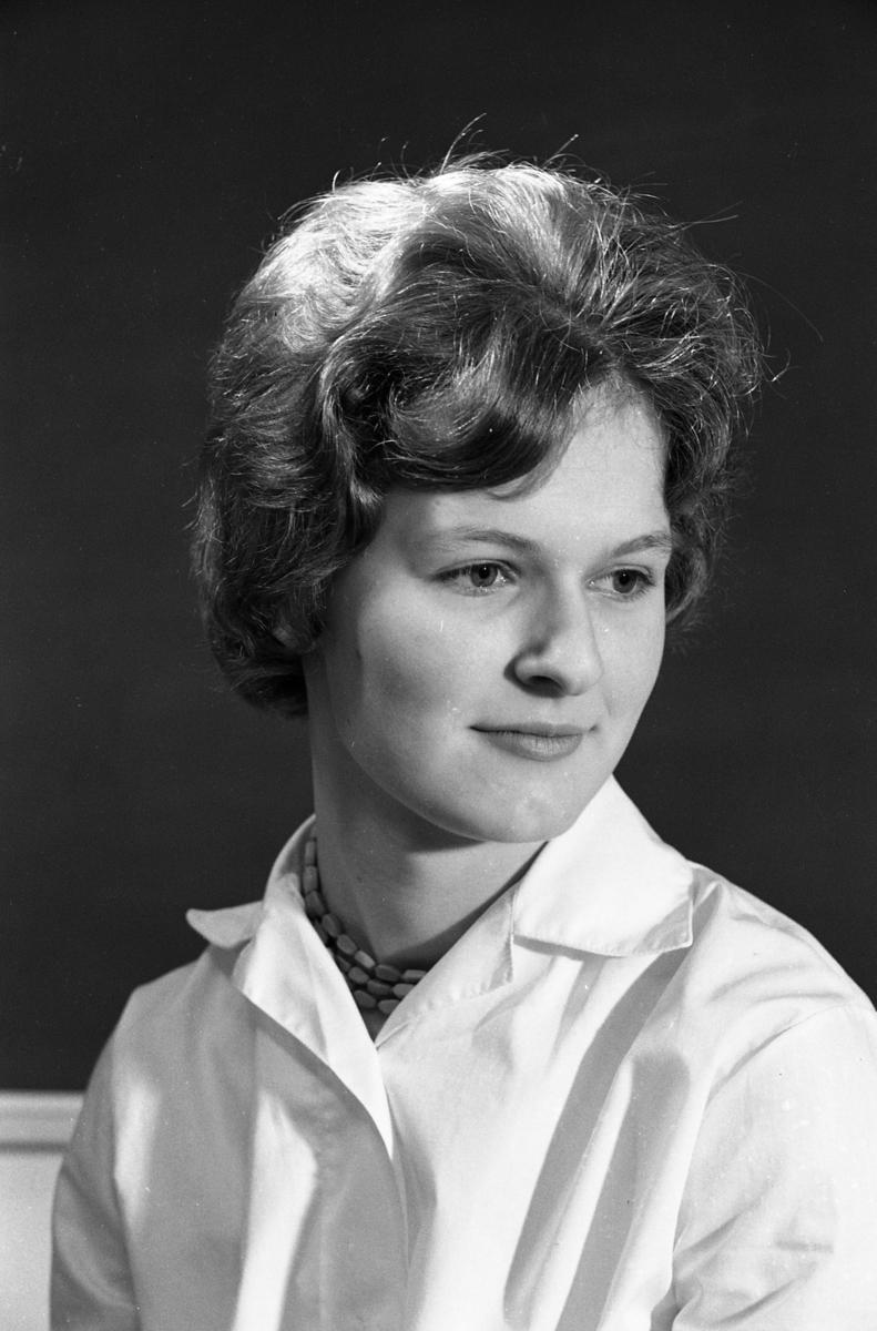 Kerstin Forsberg, en av skolans Luciakandidater. Porträtt av flicka.