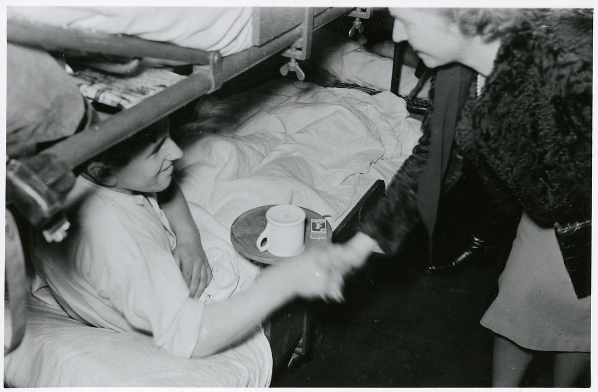 Prinsessan Sibyllas besök på tyskt sjukhuståg i Krylbo 13 november 1941.
