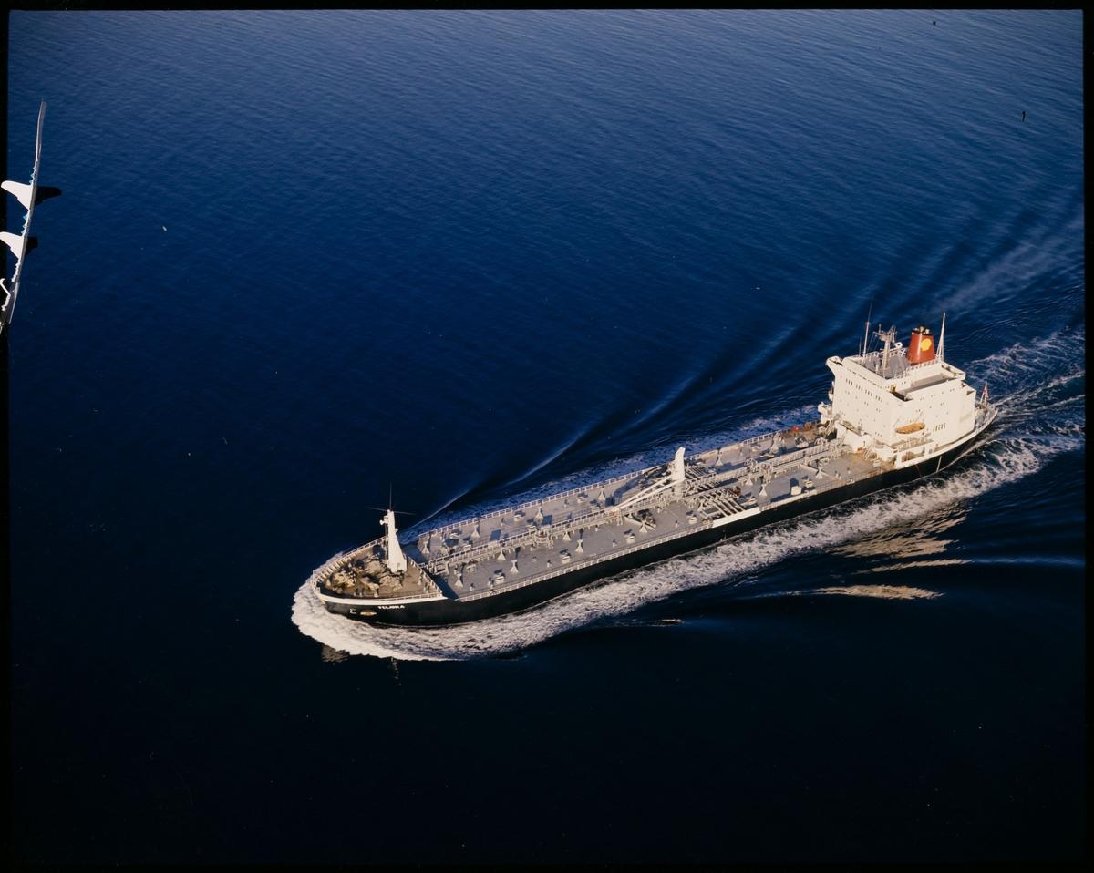 "Tankskipet ""M/S Felania"" går fartsmil."