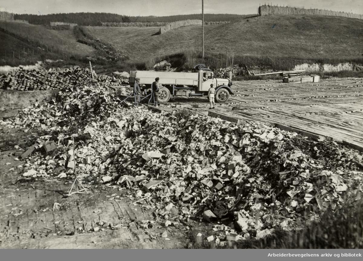 Kjelsrud gård. Søppelforbrenning. Juli 1938