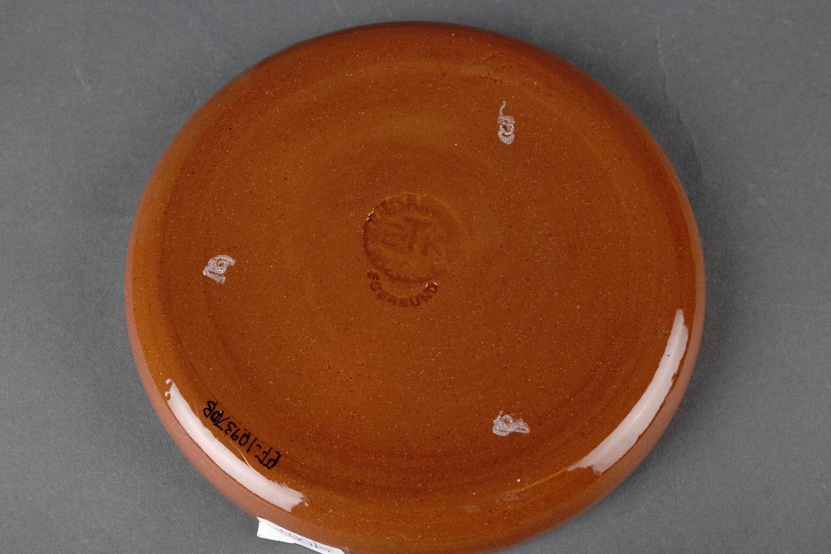 Vinkjøler med skål. Krukken har tre hvite dekorstreker øverst.