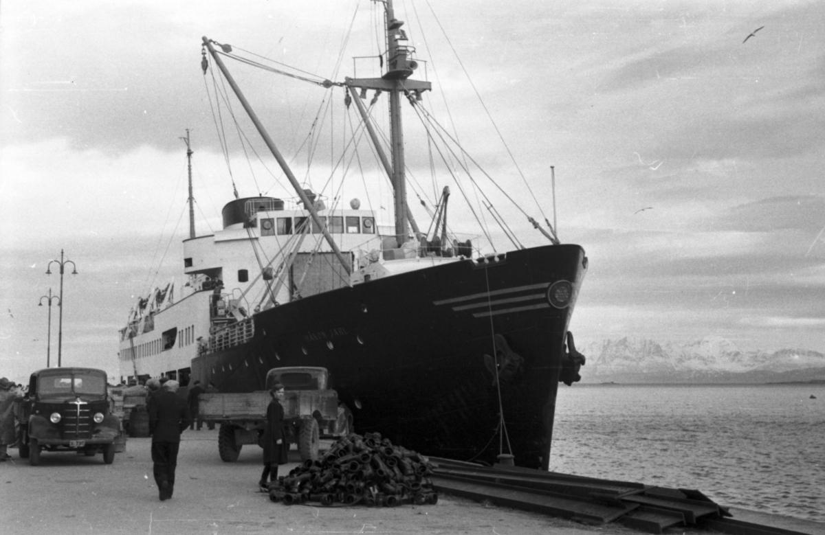 Tittel på filmrull: Nord-Norge med hurtigruten 1952. Hurtigruteskipet Håkon Jarl