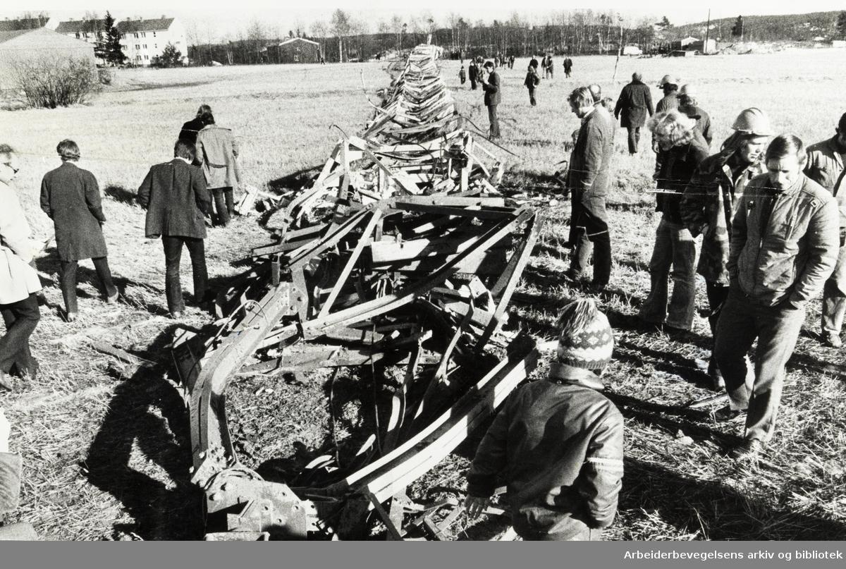 Lambertseter. Televerkets radiomast ble revet. Mars 1974
