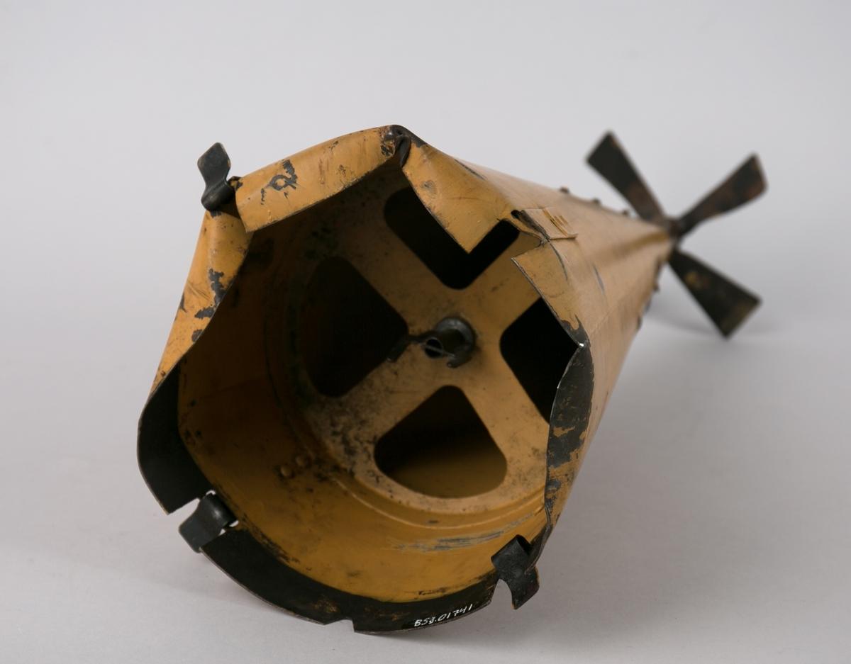 Stykke av en lufttorpedo fra DS AURORA som ble angrepet av fly ved Napholmen den 2.8.1941. Kjegelformet med liten propell påmontert i spissen.