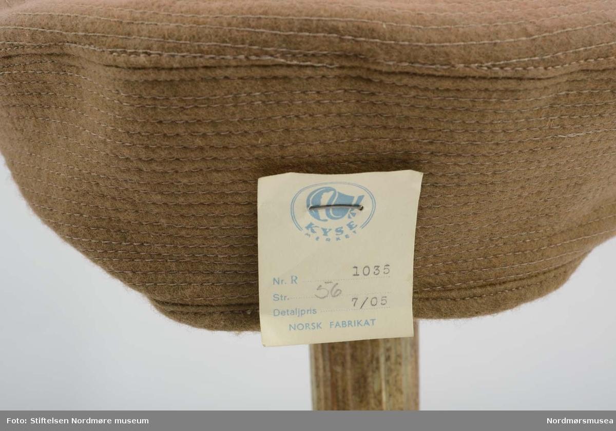 Hattemakerutstyr hentet fra Nedre Enggate 15 hvor det hadde vært lagret i en kjellerbod.