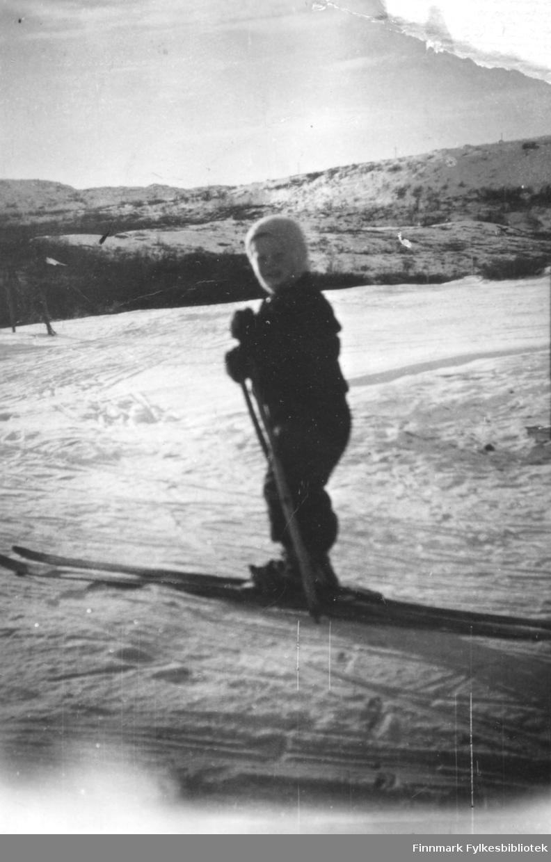 Reidar Mathisen på skitur i Reppen en vinterdag rundt 1950.