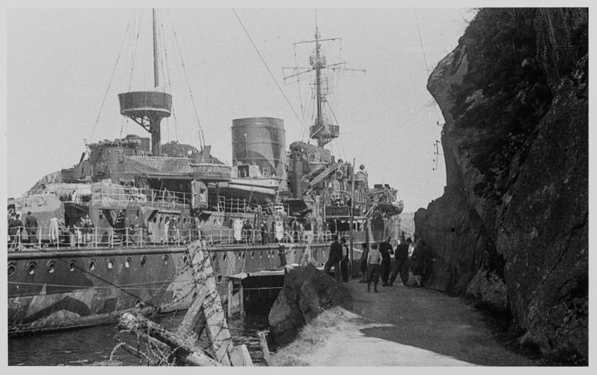 Det tyske krigsskipet Adolf Lüderitz ved Varbergveien i Egersund