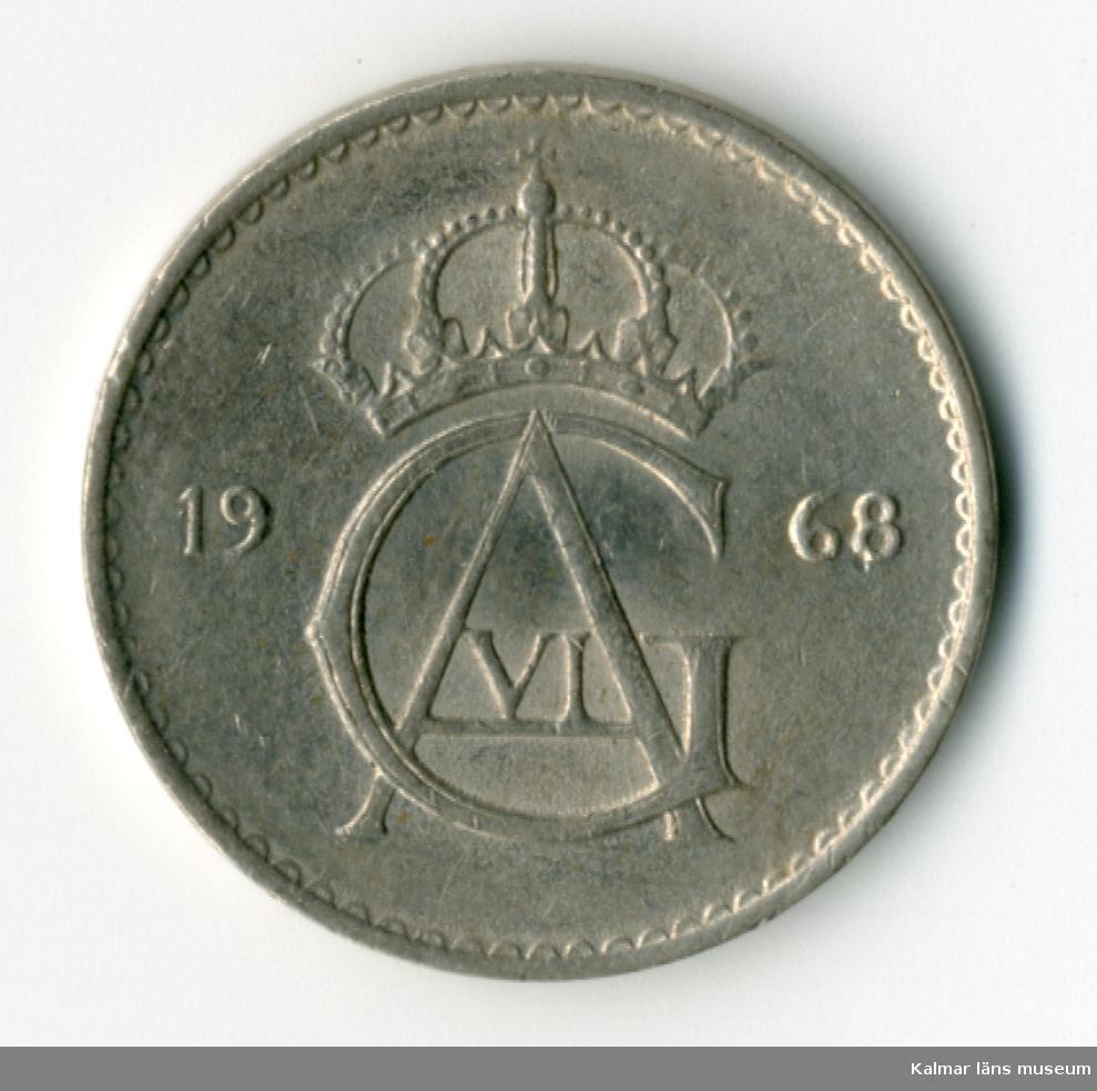 KLM 46167:82 Mynt, av metall, 10 öre. Utgiven 1968. Under Gustaf VI Adolfs tid.