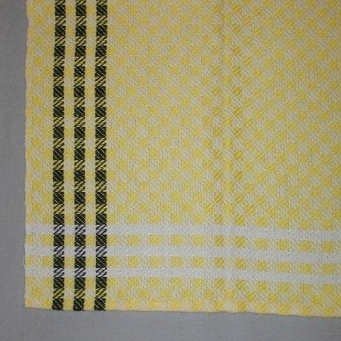 """Rutig handduk, fyra stycken, vävd i kypertvariation på åtta skaft med tvåtrådigt blekt och svart bomullsgarn i varpen och tvåtrådigt färgat och halvblekt lingarn i inslaget. Det är en blå, en röd och två gula handdukar med olika längd. Det är tre svarta ränder som bård i långsidorna och tre halvblekta ränder som bård i kortsidorna. Rutmönstret uppstår av att varannan av de centimeterstora rutorna är i varpeffekt och varannan är i inslagseffekt. Handdukarna har en smal tråcklad fåll i kortsidorna och har ett smalt vitt band fastsytt som hank.Den blå handduken är märkt  med R4:1 på ett vitt bomullsband och har en pappersetikett vikt om ena hörnet fastsatt mad en häftklammer. På ena sidan står det : """"HANDDUK RAND HALVLINNE 8SK KYPERT MODELL"""" på förtryckt etikett. På andra sidan är det en tryckt spånfågel med texten: """"Länshemslöjden SKARABORG SKÖVDE - LIDKÖPING"""" under. Den röda handduken är märkt R4:2 och har en klisterlapp med texten """"RAND"""". Den är 640 mm lång. De gula handdukarna är märkta med R4:3 och R4:4. De är 640 respektive 650 mm långa.Handduken med modellnamnet Rand är formgiven av Ann-Mari Nilsson och tillverkad av Länshemslöjden Skaraborg. Den finns med  på sidan 14-15 i vävboken Inredningsvävar av Ann-Mari Nilsson i samarbete med Länshemslöjden Skaraborg från 1987, ICA Bokförlag. Se även inv.nr. 1-3,5-40."""