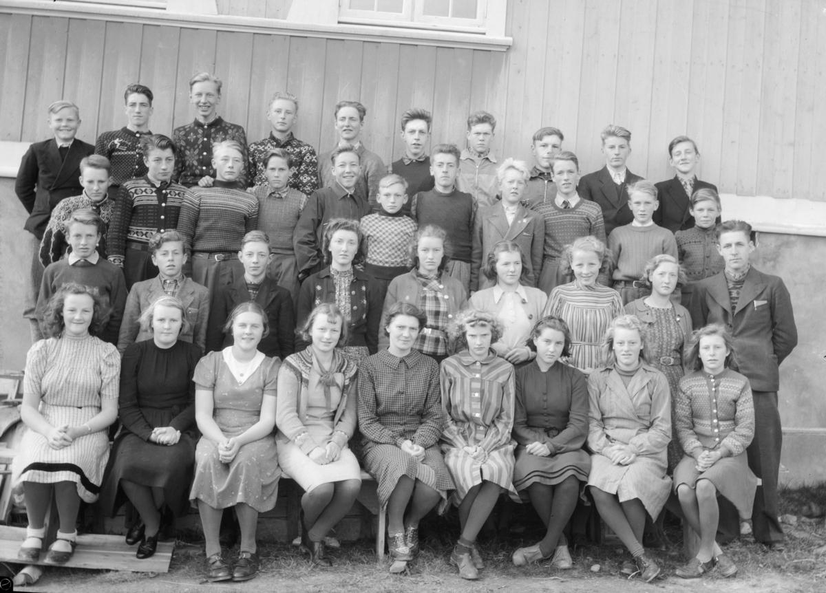 Skoleklasse ved Blåsenborg skole på Lesja.