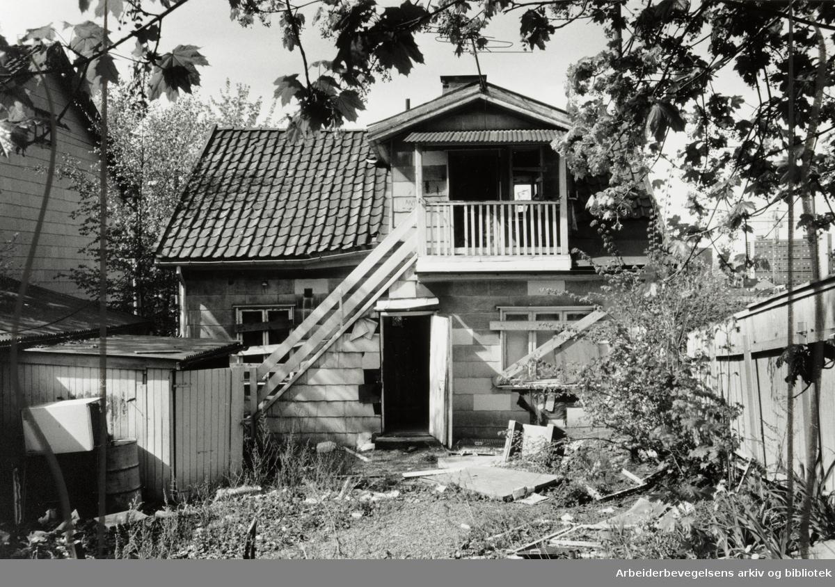 Nannestadgata 1, Kampens Portstue er i dårlig forfatning. Mai 1989