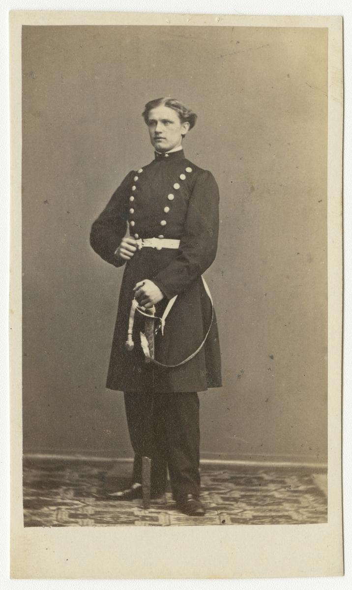 Porträtt av Axel Wilhelm Palme, underlöjtnant vid Andra livgrenadjärregementet I 5.  Se även bild AMA.0001886 och AMA.0001941.