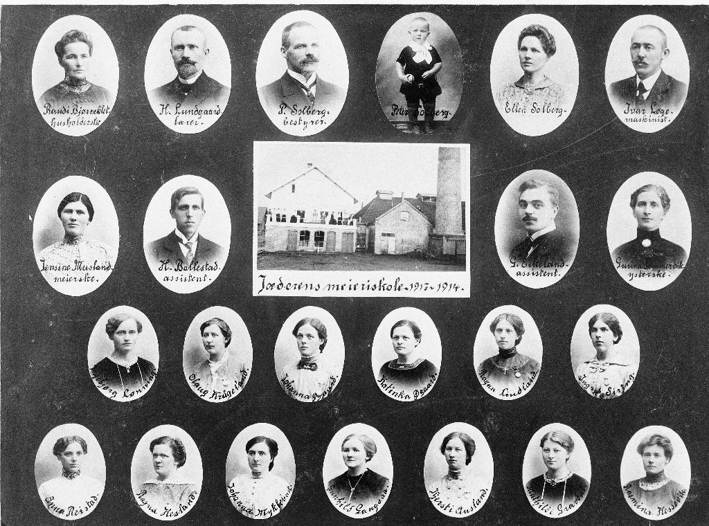 Elevar og lærarar ved Jæren Meieriskole 1913/1914. NB: Øverste rekkje nr 4 f.v. er Petter Solberg d. y., f. 1912.