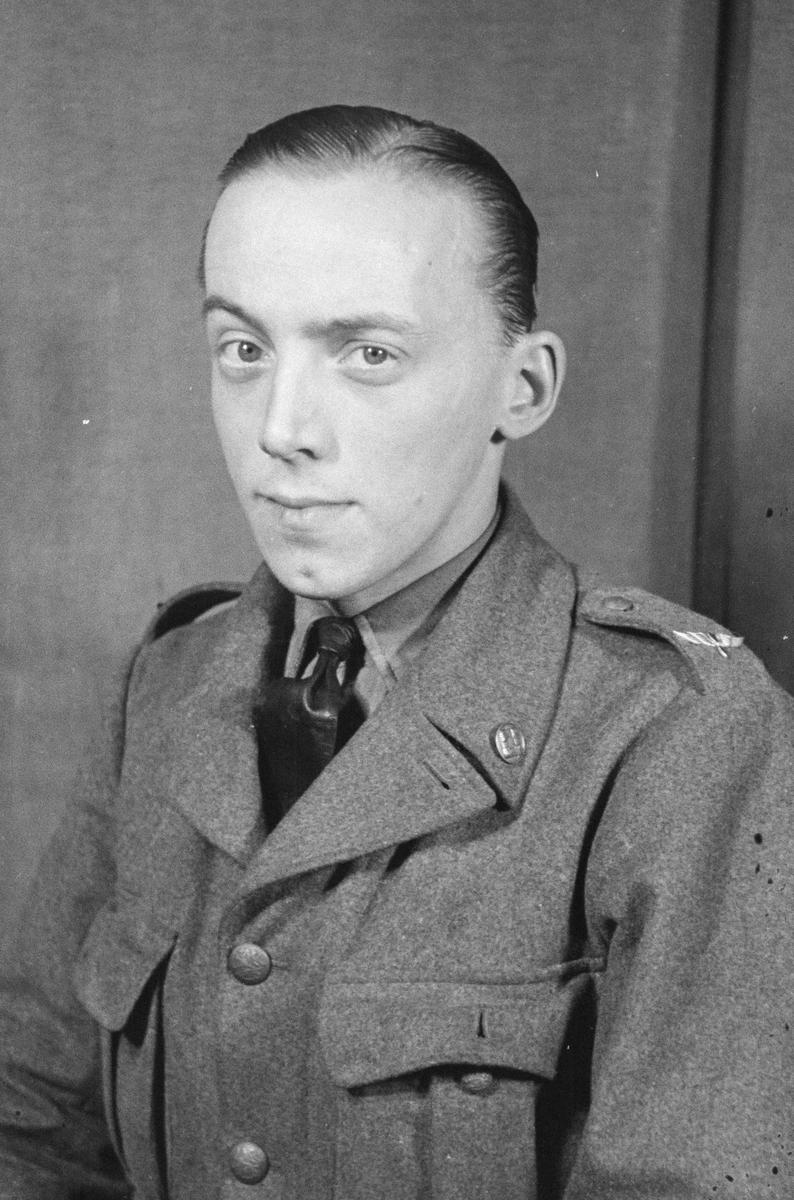 Porträttfoto av soldat Andrew Hessen-Croon (nummer 781), mekaniker vid F 19, Svenska frivilligkåren i Finland under finska vinterkriget, 1940.