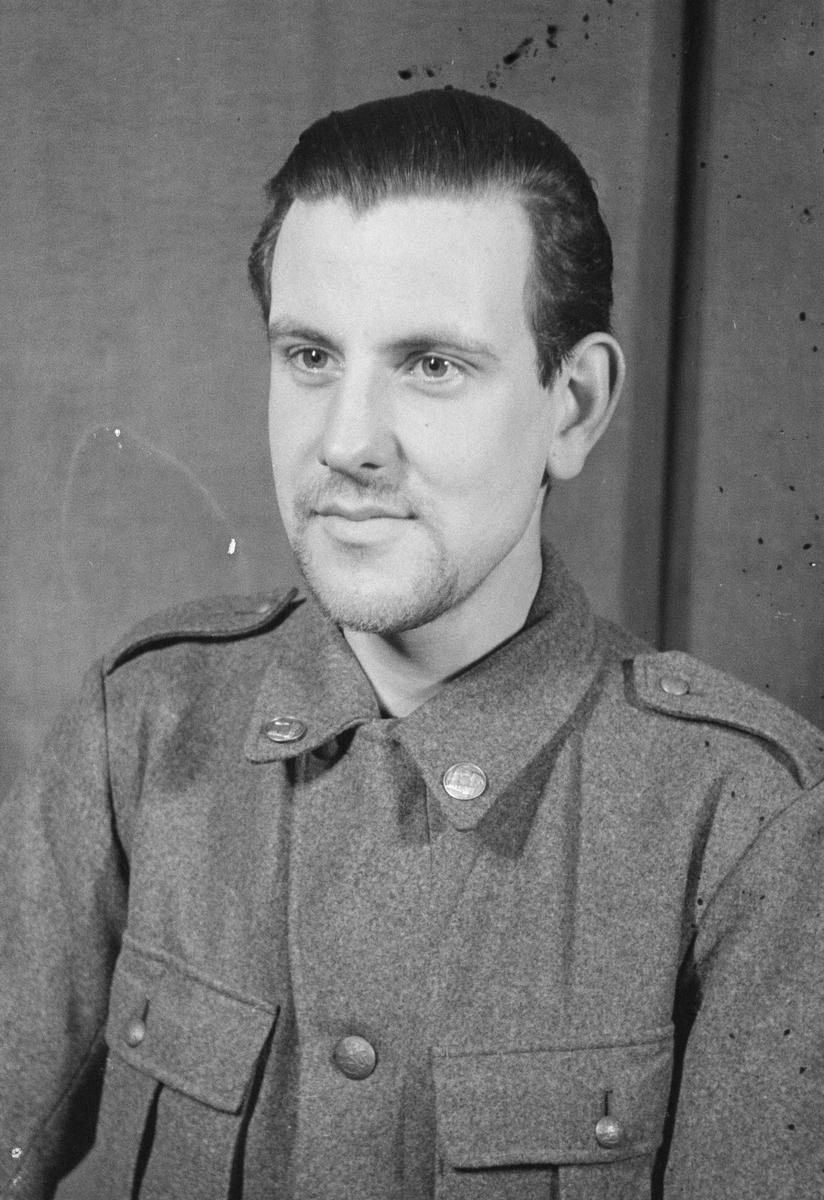 Porträttfoto av soldat Persson (nummer okänt) vid F 19, Svenska frivilligkåren i Finland under finska vinterkriget, 1940.