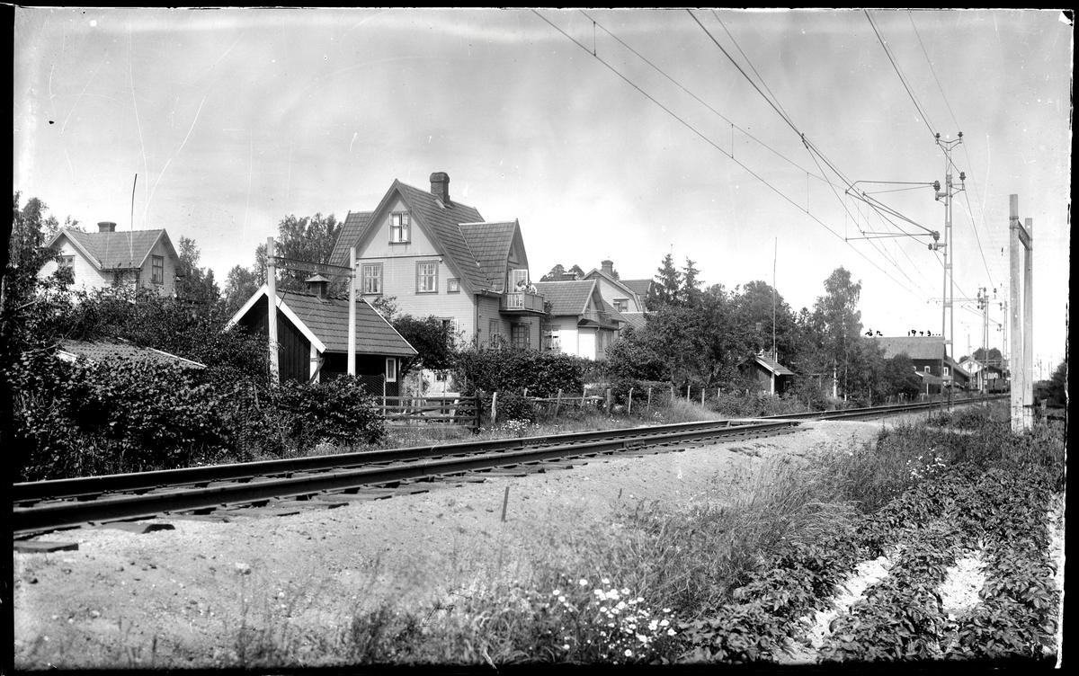 Bostadshus vid järnvägsspår