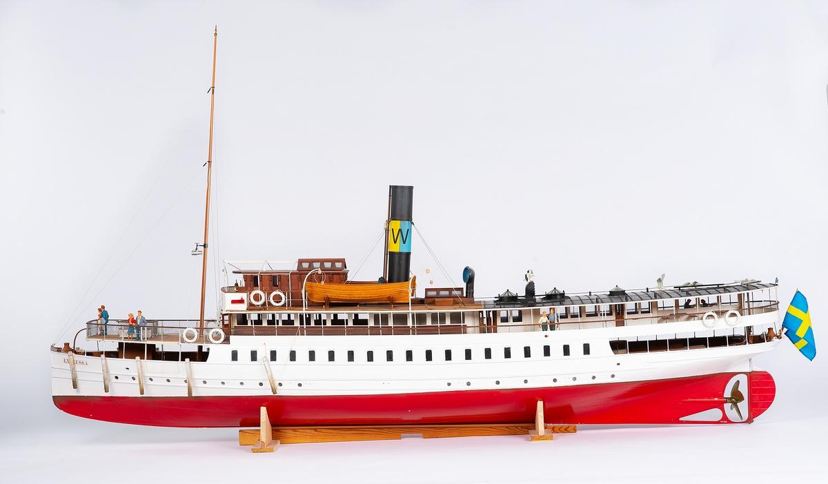 Modell av ångpassagerarfartyget Express I. Radiostyrd och detaljrik.
