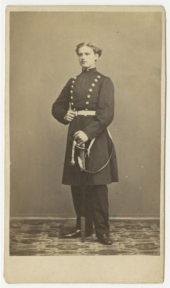 Porträtt av Axel Wilhelm Palme, underlöjtnant vid Andra livgrenadjärregementet I 5.  Se även bild AMA.0001941 och AMA.0001981.