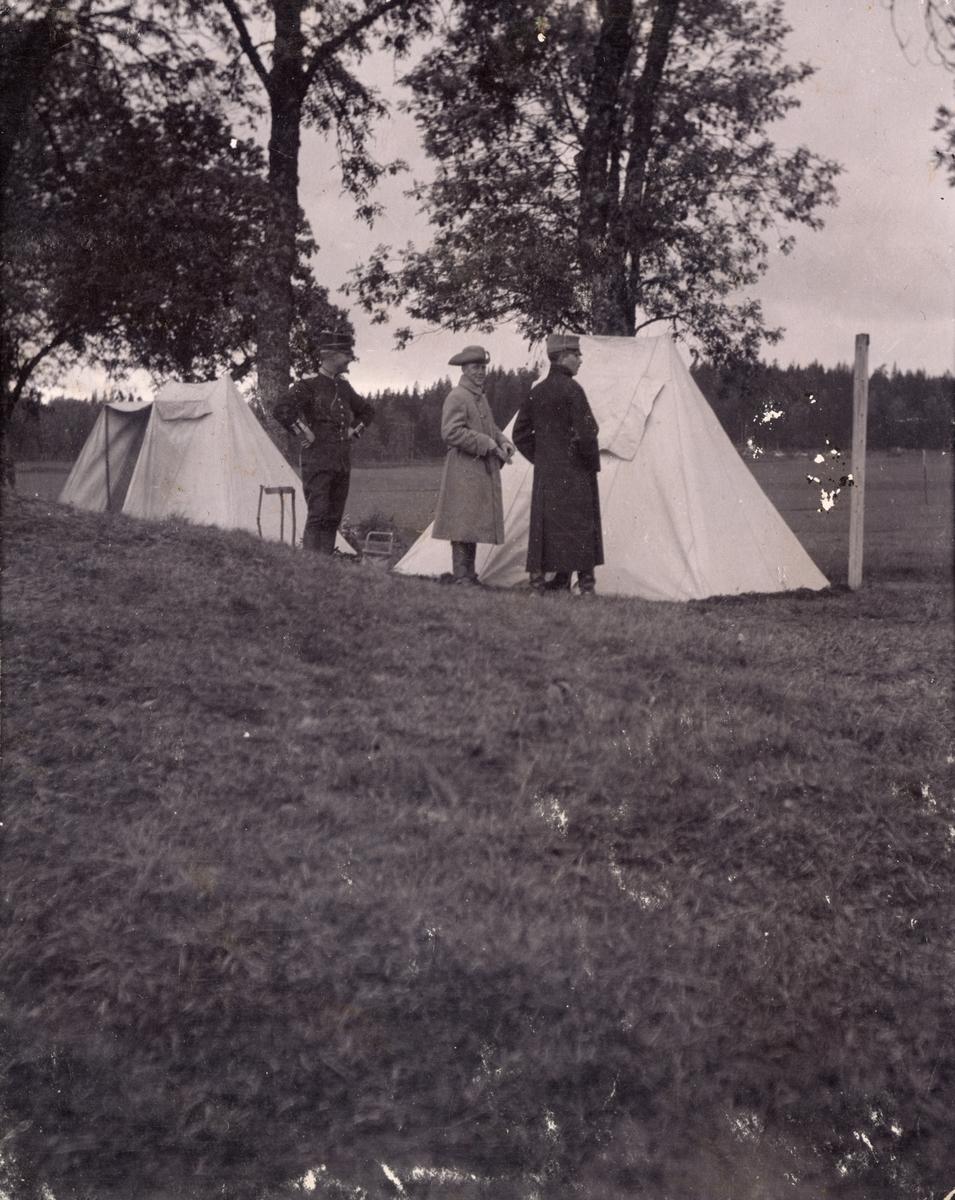 Soldater från Fortifikationer framför tält.