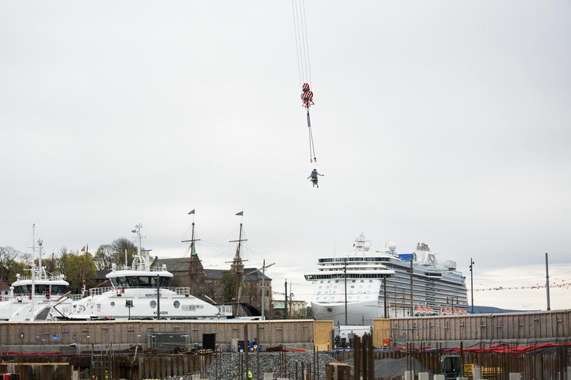 Kranballetten, 2016, Tori Wrånes, Grunnsteinsnedleggelse for det nye Nasjonalmuseet i samarbeid med Statsbygg, Photo: Trond A. Isaksen