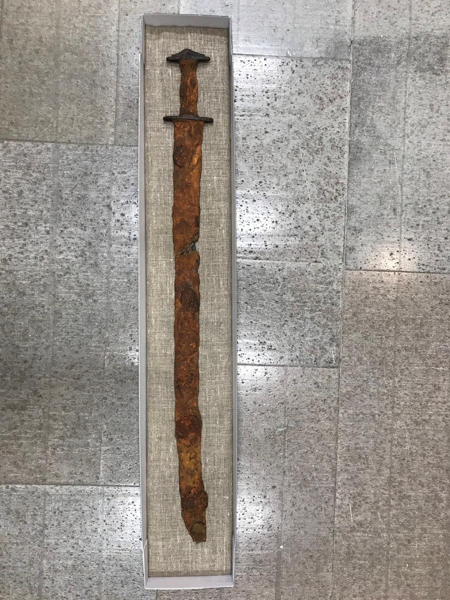 Järnålderssvärd, det s.k. Sagas svärd, färdigkoncerverat och precis ankommet till Jönköpings läns museum.