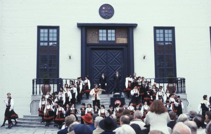 Åpningen av 100 års feiringa 7. mai 1994. (Foto/Photo)