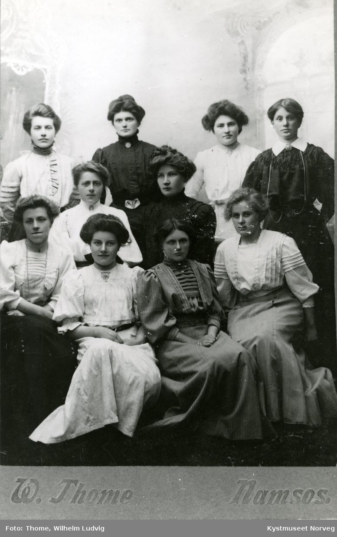 3 søstre Thorvik, Anne Furre Pettersen og Selma Rohnes, ellers ukjente