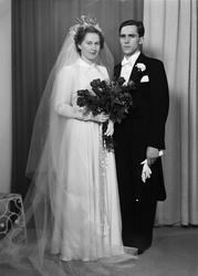 Ateljéporträtt - brudparet Bönnemark, Uppsala 1949