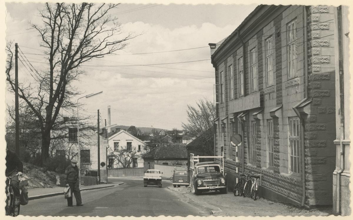 Klostergt. mot nord. Huset til høyre (nr. 6) ble bygd i 1916. Senere holdt Sportsindustri A/S (S/M) til her.