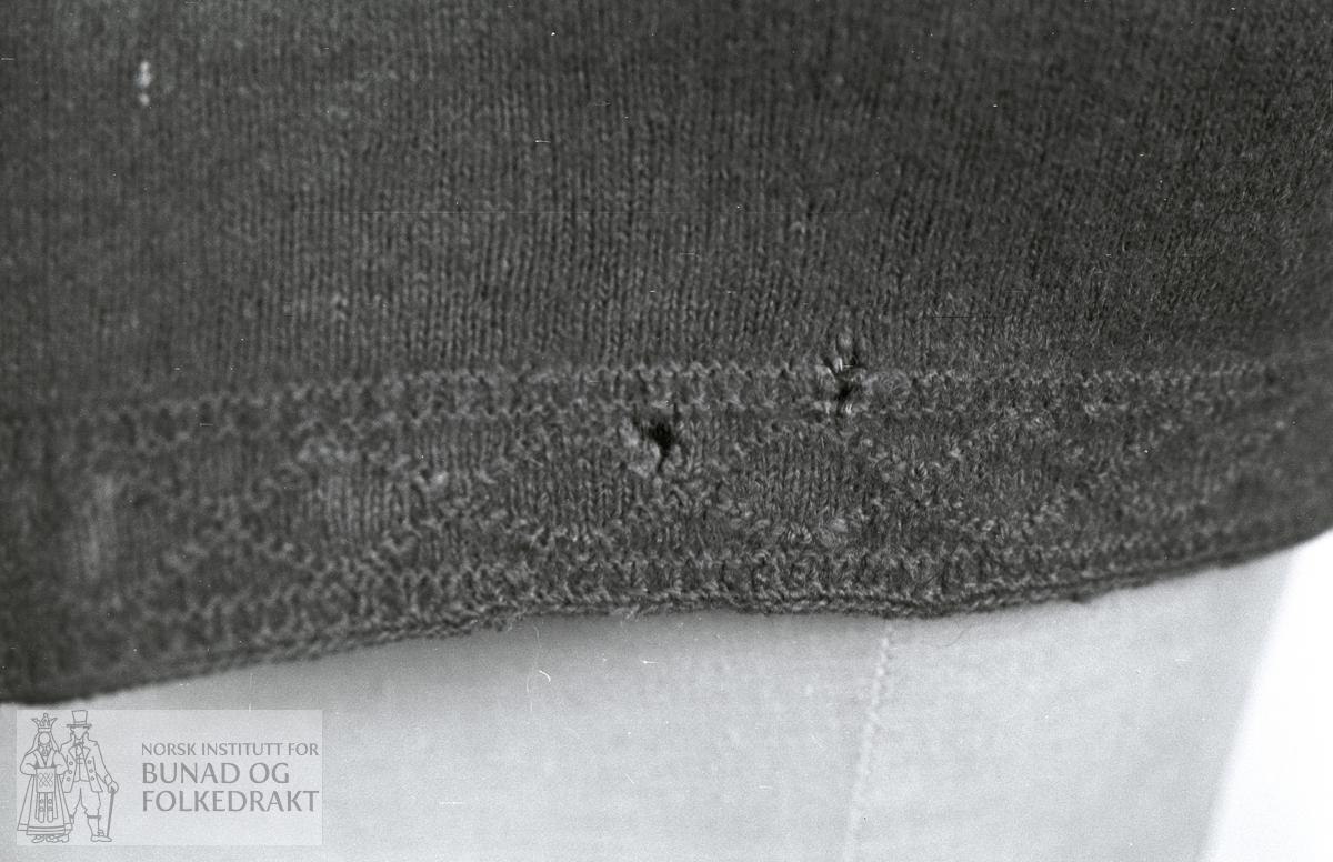 Nordhordlandsmessa 1974 - - - - - Raud spøtatrøye med silkekrokakvaring.
