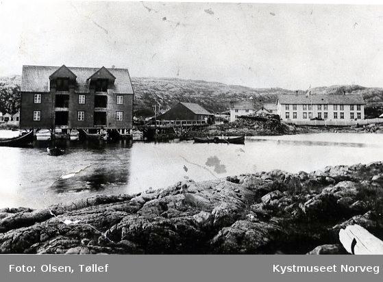Rørvik, Berggården med Heimbrygga i forgrunnen