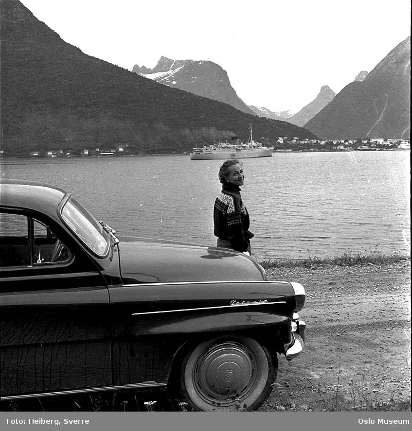 vei, bil, kvinne, fjord, turistskip, by, fjell