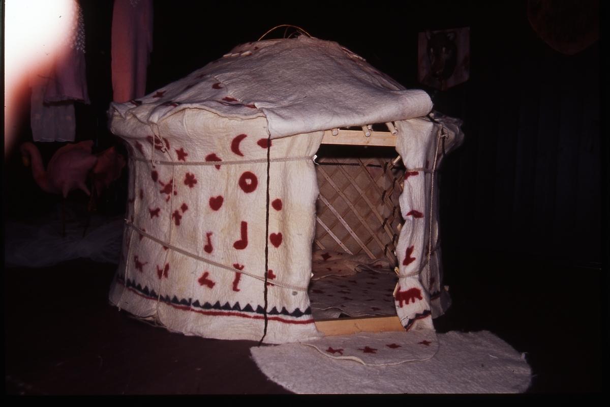 Jurtastaden Nov. Dec 2003; Barnjurta från Sörmland