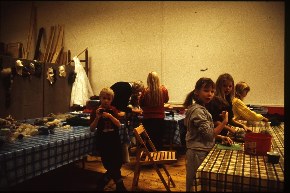 Jurtastaden; Barngrupp med tovning