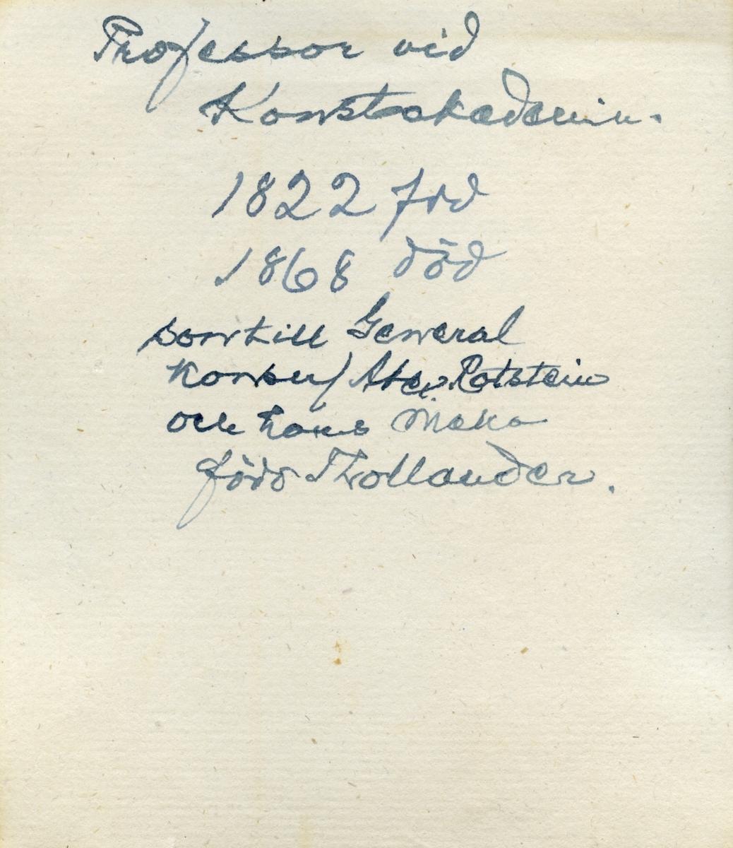 Porträtt av stadsarkitekt Emil Edvard von Rothstein. Född 1821 vid Erikssund i Sankt Pers socken, Sigtuna som son till konsul Gustaf von Rothstein och Anna Christina von Rothstein, född Thollander. Vidare gift med Christina Elisabeth von Knorring, född 1837 i Asby socken i Östergötland. Han genomgick studier i Hamburg och vid byggnadsakademin i Berlin 1843-1848. Efter studierna blev han extra ordinarie arkitekt vid Överintendentsämbetet i Stockholm. Han var anställd som arbetschef för Stockholms stads vattenbyggnader 1849-1875 varvid han uppgjorde ritningar och förslag till Karlsbergskanalen, kajerna på Blasieholmen, Strandvägen, Vasabron och Veterinärinstitutet. von Rothstein var även lärare vid Konstakademin inom byggnadslära en tid och 1871 blev han professor inom arkitektur. Genom sitt testamente gjorde han en donation till Serafimerlasarettet där en minnestavla om honom finns och instiftade samtidigt von Rothsteinska stipendiet för arkitekturstuderande. Emil Edvard von Rothstein dog den 29 november 1890 i Stockholm.