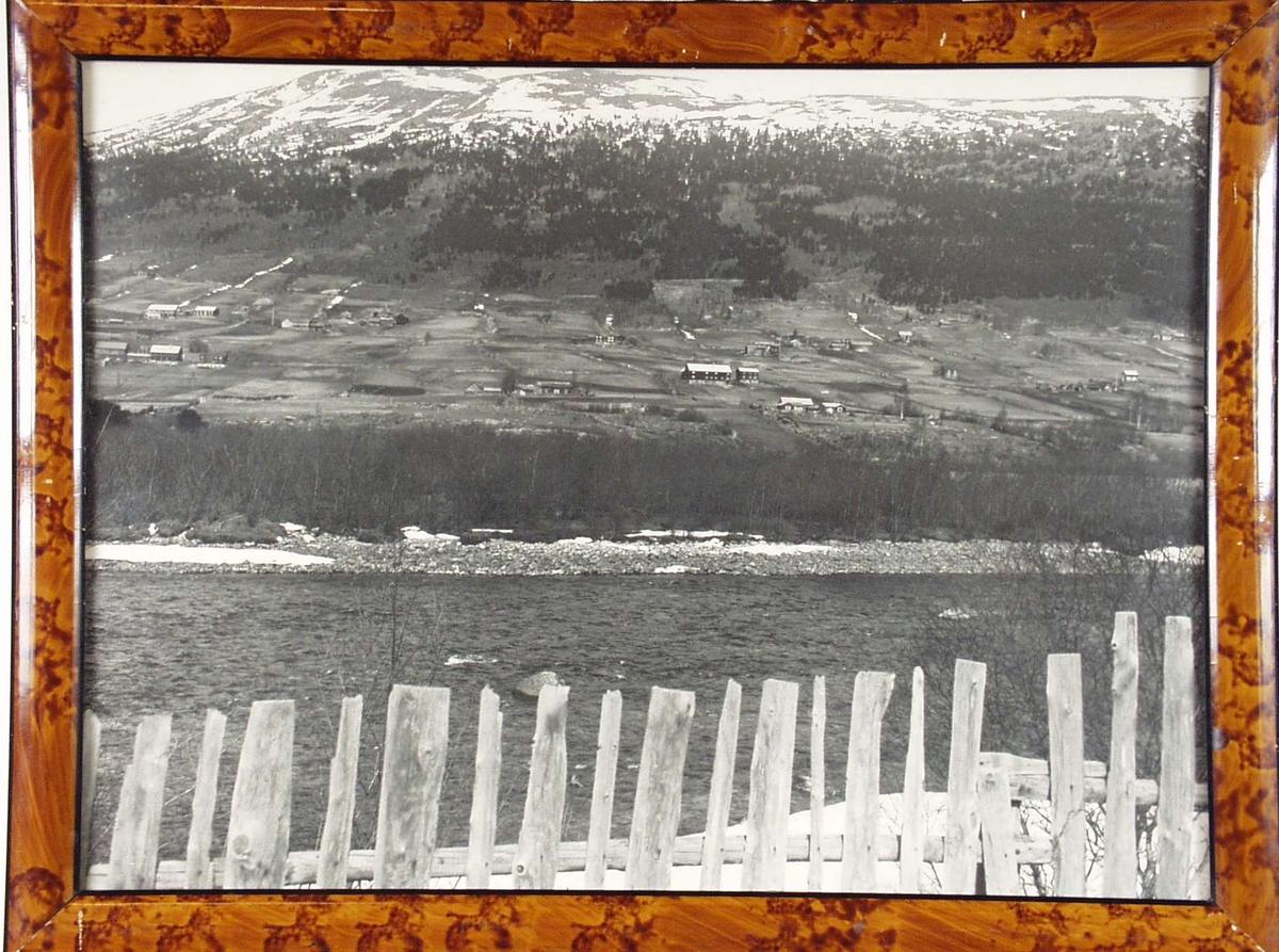 Fra Skjåk i Gudbrandsdalen. Fotografert omtrent fra Skjåk kirke og over Ottaelva mot grenda Reppen.