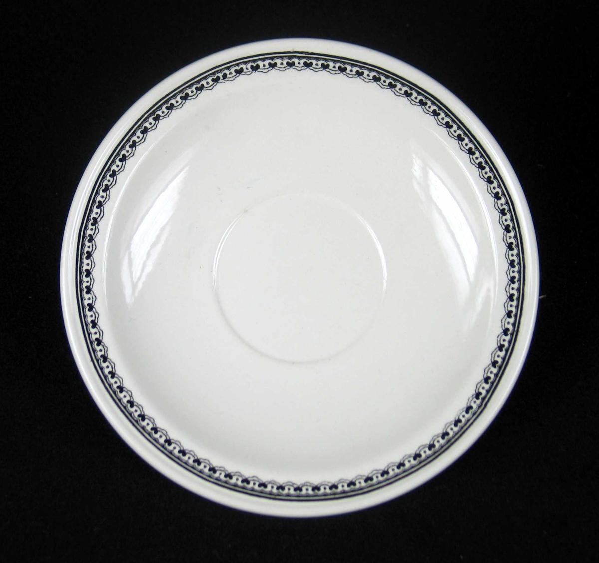 Skål (tefat) i offwhite keramikk med sort dekor.