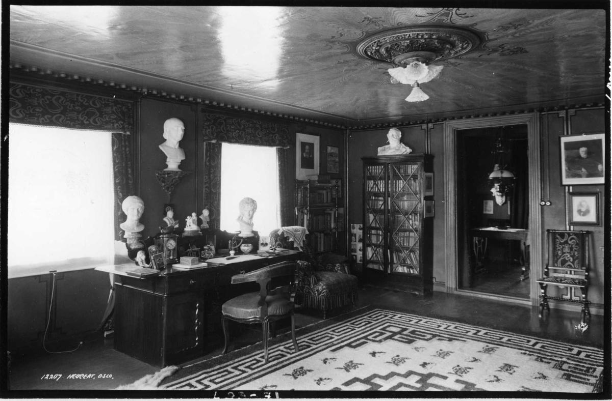 Aulestad, interiør, arbeidsværelse, kontoret, skrivebord, teppe, byste