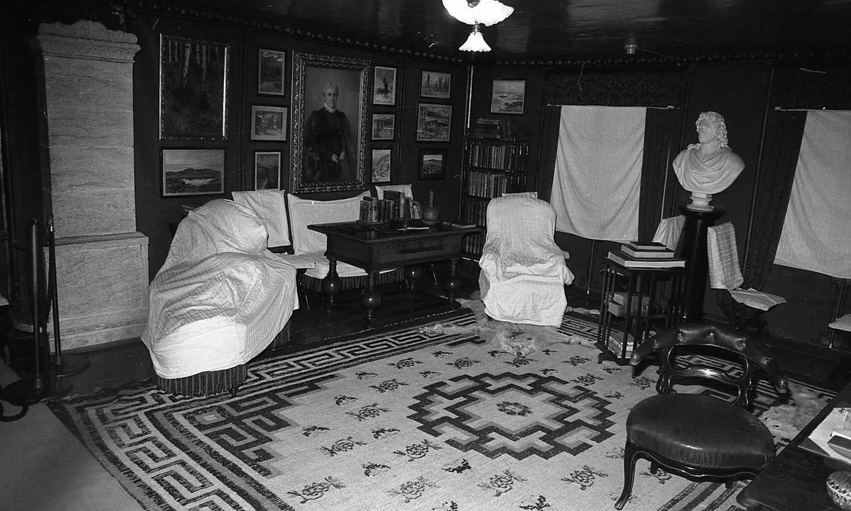DOK:1983,Aulestad, interiør, arbeidsværelse, byste, teppe, stol, malerier,