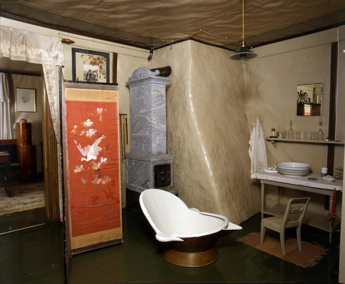 DOK:1991, Aulestad, interiør, påkledningsværelse, badekar, ovn, skjermbrett,