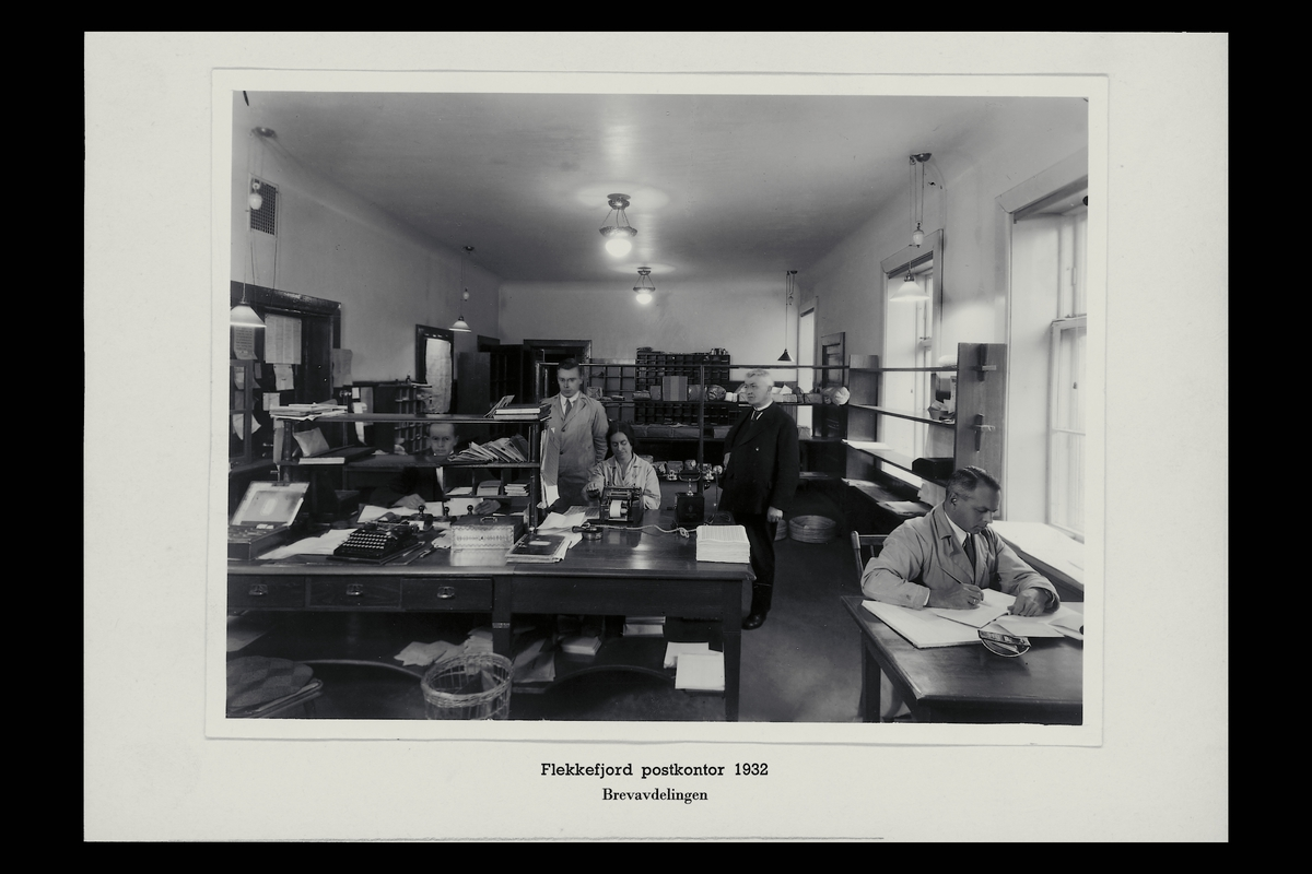 interiør, postkontor, 4400 Flekkefjord, skrivemaskin, regnemaskin, personale, brevavdeling