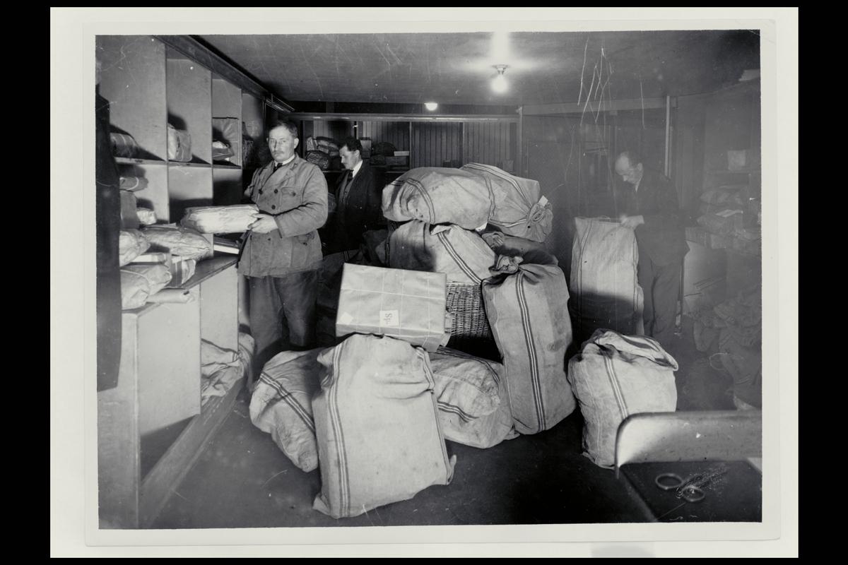 interiør, postkontor, 7007 Trondheim, pakkeavdeling, personale, pakker, postsekker