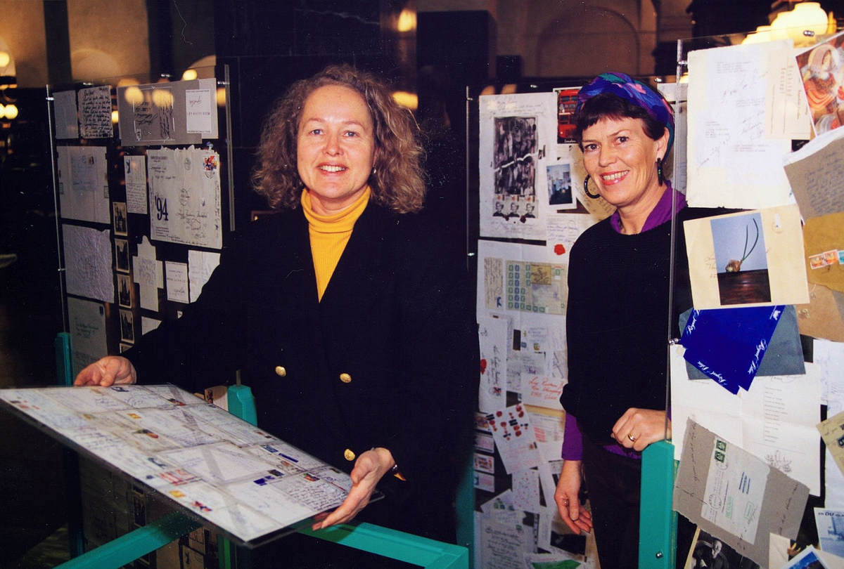 utstilling, postkontor, Oslo sentrum, brevveksling mellom kunstnere, to kvinner, brev
