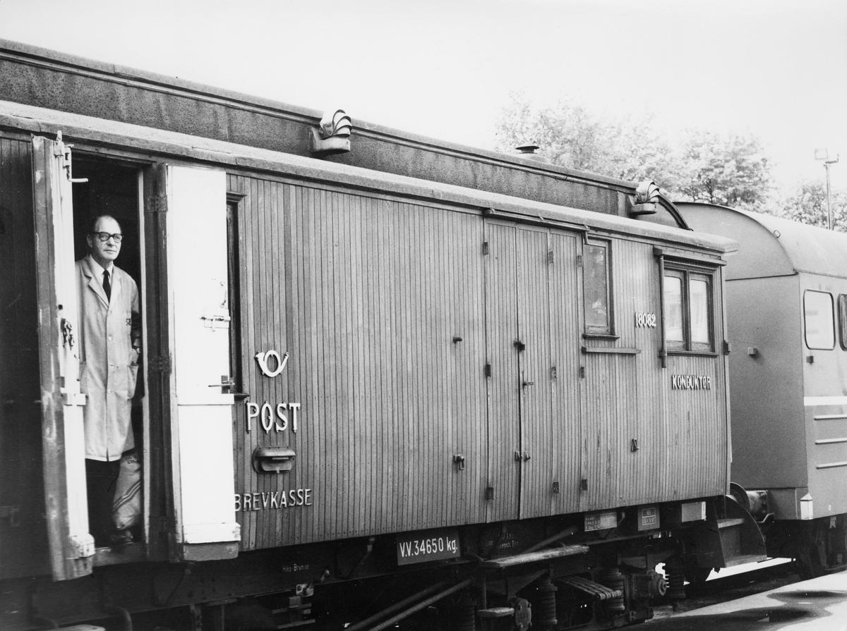 transport, tog, Åndalsnes, postvogn, postlogo, brevkasse, Knut Guttorm Smerkerud, ruten Dombås-Åndalsnes